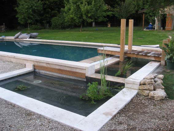 Piscine naturelle concept bi eaux euro piscine services for Bassin naturel piscine