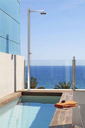 douches solaires et design le sp cialiste des piscines euro piscine services. Black Bedroom Furniture Sets. Home Design Ideas