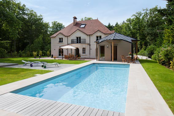 Pool house piscine euro piscine services for Euro piscine services