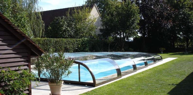 Abri piscine bas constructeur et installateur d 39 abris for Abri de piscine bas
