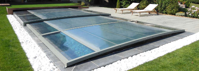 S curit piscines couvertures de piscine et volets de for Enrouleur couverture piscine